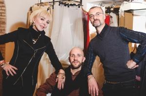 FOTO 2 - Da Sx la Presidente di Krea Konsulting Elisabetta Malara, lo stilista Gianluca Santangelo con il Presidente della Maison Cristiano Spaziani