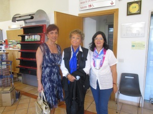 la Dott.ssa Emanuela Scanu, Maria Montori direttrice biblioteca comunale di Anguillara Sabazia con Dacia Maraini prima dell'incontro
